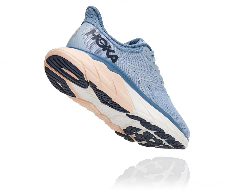 Hoka Arahi 5 - נעלי ספורט נשים הוקה ארהי 5 בצבע תכלת/לבן #2